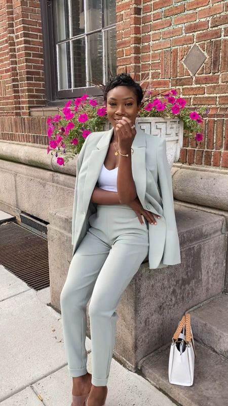 #ExpressPartner comfy yet sophisticate. Loving this gorgeous blazer + pants from Express.