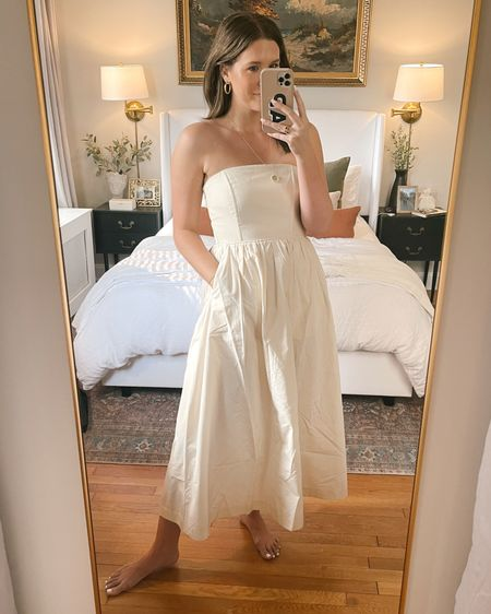 Strapless, bridal dress! Such a classic fit - runs true to size, I'm in a 6!