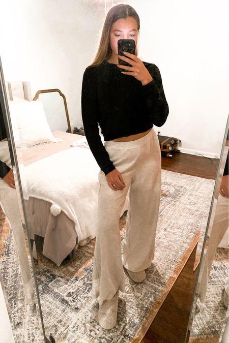 Lounge Wear / Sleep Wear / Cozy Outfit http://liketk.it/2Hkwy #liketkit @liketoknow.it #LTKunder50 #LTKstyletip #LTKholidayathome