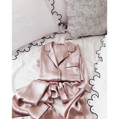 I have an obsession with silk pajamas sets. Can't wait to sleep in these new beauties tonight (they're also currently half off) www.liketk.it/25bLW #liketkit #pjs #goodnight #gmghome #juliabbedding #scallops #homedetails