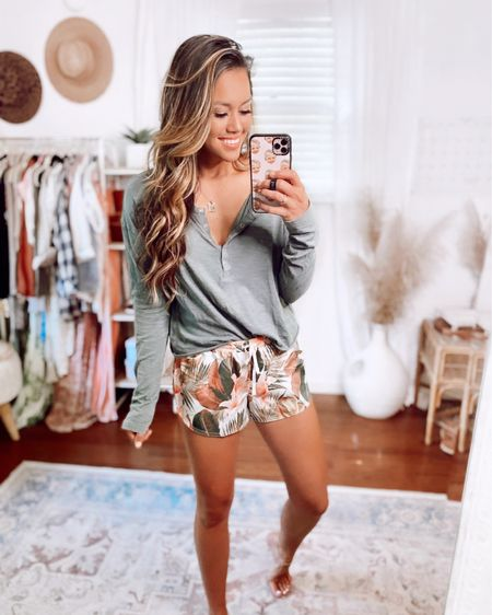 These palm print workout shorts are my new favorite 🙌🏻💕 So comfy and cute for summe and only $15! http://liketk.it/3iGWw #liketkit @liketoknow.it #LTKsalealert #LTKfit #LTKunder50