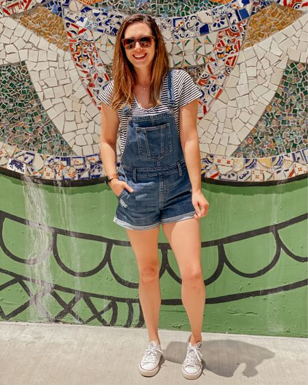 Haven't worn overalls in years but I'll try anything for extra pockets 😂  Whats one of the trends you got dragged back into wearing?  If you like this look and want to see more, check out Week 42 of #chicfashionstyles! Each week we share our favorite outfits, looks and styles. We'd love to see yours too! If you want to join, DM the host @shoppingwith.hannah to get the details!  #ᏟዞᎥᏟfαѕнισиʂɬყƖɛʂωєєḳ42 http://liketk.it/3hOij  @liketoknow.it #liketkit #LTKunder50 #LTKsalealert