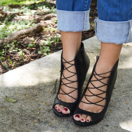 Nothing cures the Monday blues like shopping! Shop my favorite heels & jeans here --> @liketoknow.it www.liketk.it/ugna #liketkit #LTKInfluencers #thecityslickerblog