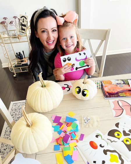 I'm pretty sure Eloise had the best day ever today 😆 Trick or treating at school & then pumpkin crafting this afternoon… what a life! 🙌🏻🍁 🎃 I ordered all of these supplies from @walmart last minute and they got here just in time! #sponsored #walmarthome