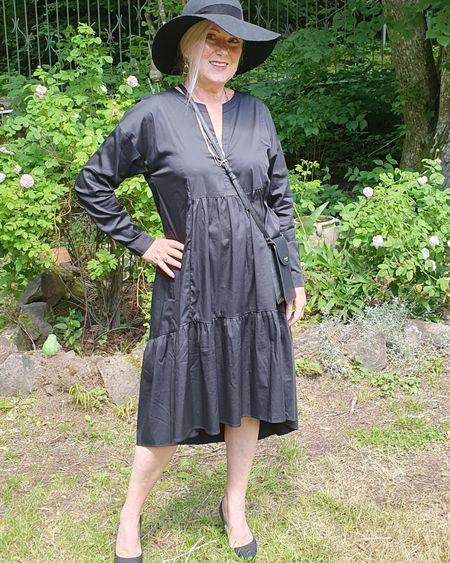Dieses wunderschöne Kleid von @Mrs&hugs könnte mein neuer Favorit sein! Das Kleid gibt es noch in Blau, Weiß und Gelb! Oh meine Pumps von Jimmy Choo sind momentan im Sale!! http://liketk.it/2QQjR @liketoknow.it #liketkit
