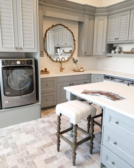 I wish my laundry room looked this good! This is a butler's pantry and laundry room all in one...  what a dream!   Do any of you have a set-up this great in your own home?  . . . 📷: @remodelaholic  Raykon Construction   http://liketk.it/394mO #liketkit @liketoknow.it  #springdecor #livingroom #home #interiordesign #frenchcountrystyle #magnoliahome #hgtv #farmhousechic #fallinspo #interiorgoals #houseenvy #luxuryhomes #customehomes #homedesign #interiorinspirations #ceilingbeams #imaremodelaholic #laundryroomstyle #laundry