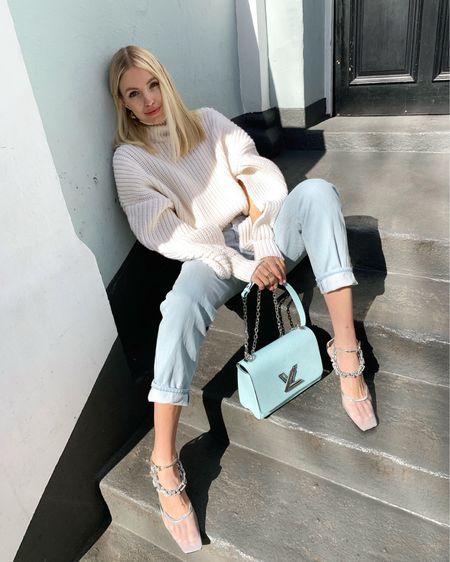Giving a bit of sun to this Louis Vuitton twist bag ☀️ @liketoknow.it #liketkit #LTKitbag #LTKshoecrush #LTKstyletip http://liketk.it/2MDHM