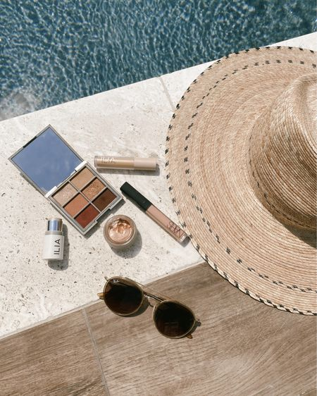 Favorite minimal and easy summer makeup products // @liketoknow.it #liketkit http://liketk.it/3i7GV #LTKbeauty