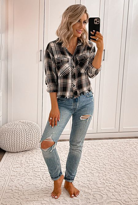 Casual fall outfit Plaid shirt size small Levi's jeans size 24  #laurabeverlin #outfit   #LTKsalealert #LTKunder50 #LTKunder100