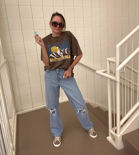 Rebecca Piersol style. Forever 21 outfit. Fall outfit. Montana t-shirt. Tula lip balm (code REBECCA15). Gorjana jewelry. Quay sunglasses. Mom jeans. Affordable denim. 90s denim. #FOREVERBABE #f21xme   #LTKstyletip #LTKSeasonal #LTKunder50