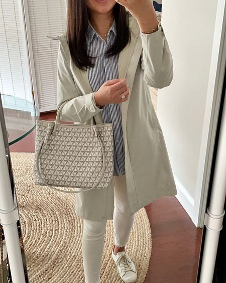 September 21, 2021 - New post on the blog reviewing this rain coat and a few other recent purchases. 👉🏻 https://www.whatjesswore.com/2021/09/a-few-recent-purchases-uniqlo-womens-blocktech-coat-review.html