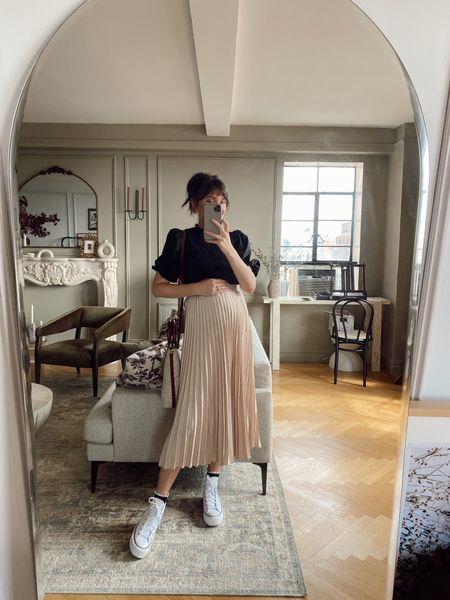 Pleated skirt, bump friendly pregnancy outfit idea   #LTKunder50 #LTKbump #LTKunder100