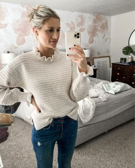 Obsessed. That's all I can say about this sweater. Comes in two colors. Fits true to size (I'm wearing a small). ❤️❤️❤️ http://liketk.it/2JgIP #liketkit @liketoknow.it