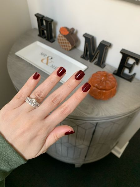"""Happy #FirstDayOfFall!! I'm still struggling to get my house decorated but couldn't be more excited for #sweaterweather. If you've been following for the last few weeks, I've been testing out a new clean polish brand. Although I like it, nothing seems to compare to my OG @londontownusa polish. This perfect autumnal color is called """"Lady Luck"""". Isn't it gorgeous? #Londontown was nice enough to give me a promo code for 25% off their site!!! Enter code """"LAUREN25"""" at checkout to save $$$.  Shop via link in bio or directly here 👉🏼    #LTKbeauty #LTKSeasonal #LTKhome"""