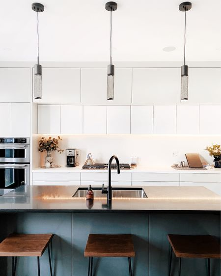 Our kitchen was the cleanest it has been in weeks, so of course I had to document. PS any good tv show recommendations?? ___  http://liketk.it/36kzB #liketkit @liketoknow.it #LTKhome #StayHomeWithLTK #alexanderkentonhome #torontohomes