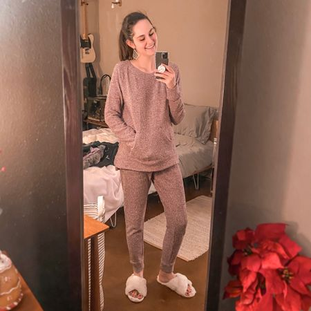 Ummm.... You guys. This is THE COZIEST chenille lounge set and SO affordable. I will be living in this until spring. 🥰 I sized up one in the top for maximum slouchy comfiness. 🎄  #StayHomeWithLTK #LTKunder50 #LTKstyletip