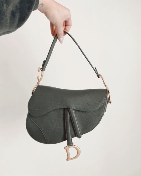 The most perfect statement bag 😍 #LTKitbag http://liketk.it/3bKP5 @liketoknow.it  #liketkit