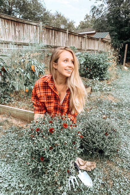 #liketkit @liketoknow.it http://liketk.it/2FmYj Gardening in my favorite flannel and leggings.
