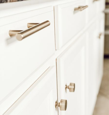 ✨Details✨... and I love alllllll the details!  Hardware is the finishing touch to your cabinetry,  fondly considered cabinet jewelry💎 Even though this may be one of last selections you make in New Home Construction or a room remodel, it's important remember that hardware will big impact on look feel entire room! Shop similar details here 🤍 http://liketk.it/353xy#liketkit #cabinet #hardware #pulls #knobs  #LTKNewYear #LTKstyletip #LTKhome