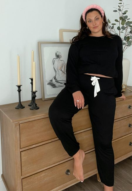 Love this cozy set to sleep or lounge in. Wearing the XL.