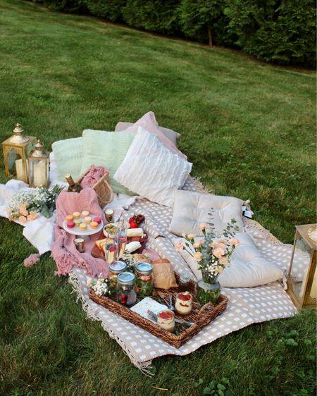 Date night picnic in your backyard!! How serene 🥰🥰 http://liketk.it/2Rn2x #liketkit @liketoknow.it @liketoknow.it.family @liketoknow.it.home