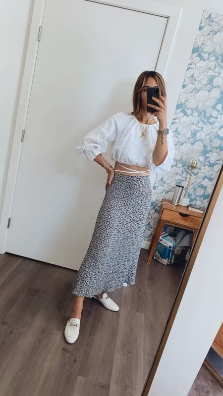 The perfect summer essentials! Loving this cropped top and skirt from Reformation
