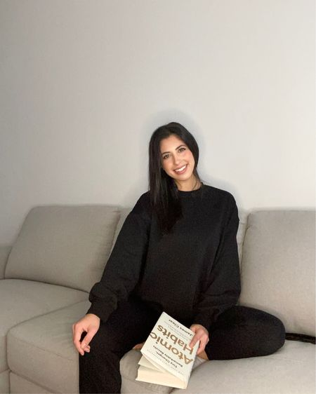 Lounge wear and books = lockdown❤️L http://liketk.it/36dap #liketkit @liketoknow.it  #loungewear #blacksweatshirt #blackloungewear #blackjoggers