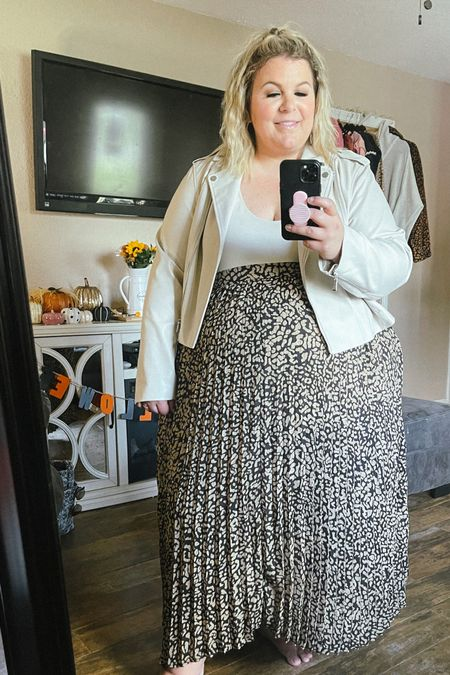 This plus size fall outfit is full of Walmart fashion finds! This plus size leopard maxi skirt is beautiful and perfect for a plus size holiday outfit!   #LTKunder50 #LTKcurves #LTKHoliday
