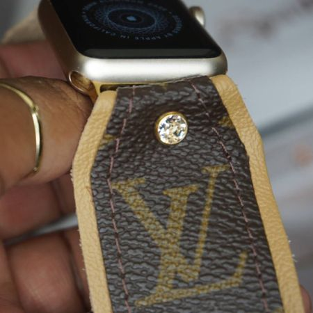 """Screenshot this pic to get shoppable product details with the LIKEtoKNOW.it shopping app!!  Up-cycled #Louisvuitton #applewatch band from @sparklbands use code: """"Mesha10"""" to save!!      http://liketk.it/2WB0N #liketkit @liketoknow.it"""