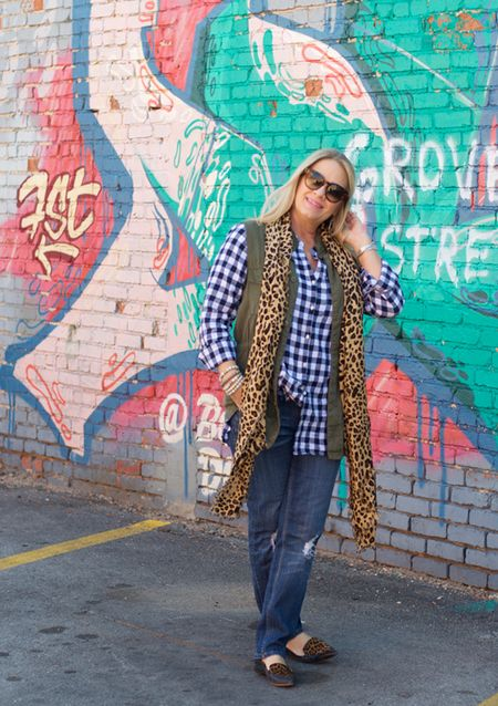 They say you can't teach an old dog🐶 new tricks.... but you can teach someone how to mix patterns like a champ 🏆🏅 I'm up to my usual pattern mixing and sharing some of my favorites today on the blog😊💕 what are your favorite patterns to mix? http://liketk.it/2pNPi @liketoknow.it #liketkit