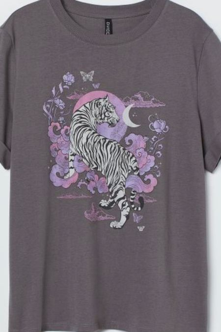 The cutest tiger print graphic t-shirt ! This would be perfect under a cardigan!
