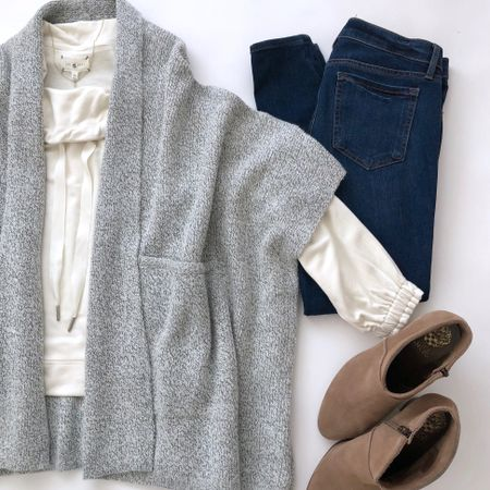I love this grey poncho for an extra layer of warmth at home or in the office. 😌 It's also currently 40% off and 'no code needed' which means that you can use INSIDER586 for an extra $25 ofd $100+ (valid on full price promotional items). Alternatively cardmembers can use GIFTING15 for an extra 15% off your entire purchase. Both codes exclude full-price Lou & Grey styles. 🛍 @liketoknow.it http://liketk.it/2u9LQ #liketkit #LTKstyletip #LTKsalealert #LTKshoecrush #LTKunder50 #LTKunder100