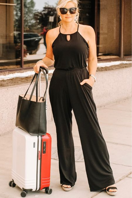Airport outfit. Travel outfit. Luggage. #carryonluggage #airportoutfit  #LTKitbag #LTKtravel #LTKstyletip