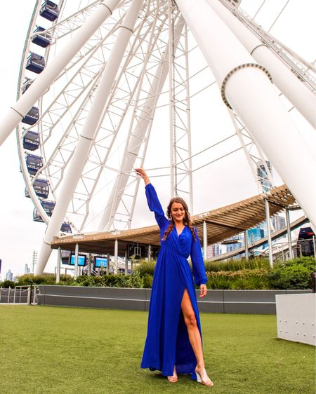 Ferris wheel views for days 💙 If you're visiting Chicago and want a cheap way to see the entire city, make sure you check out Navy Pier on your trip! You get sweeping skyline views and feel like your a kid at a carnival again 💯 Sharing this gorgeous dress gifted from @lulus again- I'm obsessed with the royal blue color this season! 🔥 http://liketk.it/2EN6M #liketkit @liketoknow.it