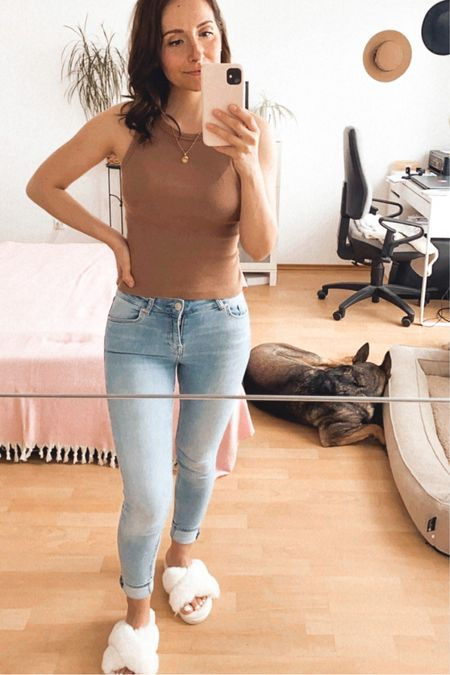 A relaxed day needs comfortable clothes!  😄👌  Super cute plush shoes and comfortable jeans are a must have !!   Buy my daily looks by following me in the LIKEtoKNOW.it shopping app!   🇩🇪:Ein entspannter Tag braucht bequeme Kleidung! 😄👌 Super süße Plüsch Schuhe und eine bequeme Jeans sind ein Must Have!!   Kaufe meine täglichen Looks, indem du mir in der LIKEtoKNOW.it-Shopping-App folgst!    http://liketk.it/3g8ea #liketkit @liketoknow.it #LTKeurope #LTKunder100