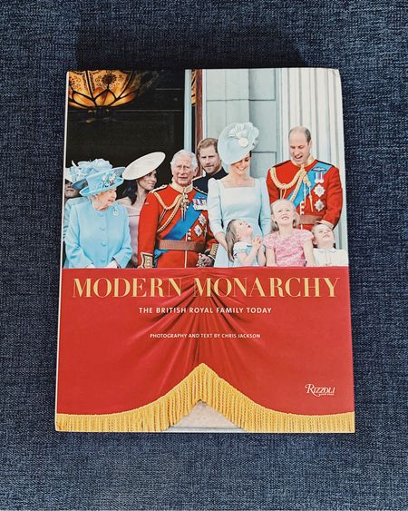 To celebrate #BabySussex I am doing a giveaway where one lucky reader will receive this amazing coffee table book. Packed with photos from the Royal Family photographer for 15 years, @chrisjackson I bought it for myself for an early Mother's Day and wanted to share it with one of you as a thank you for all the comments over this week and for suffering through my unless Instagram stories. To enter, 1️⃣. Follow me and @navyandorange  2️⃣. Tag a friend who would like my British Monarchy obsession  3️⃣. Leave a comment when you are done! 4️⃣. Extra entries for follow both accounts  on the @liketoknow.it app. Comment seperatlu to let me know you are following one or both accounts 🍼🥂👑  •••   http://liketk.it/2BFyT #liketkit