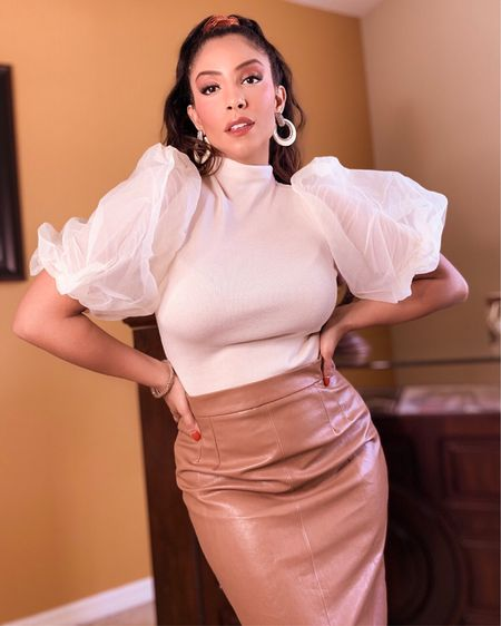 Let your #fashion be an extension of your strength. 🤍 #style #stylish #chicwish #pencilskirt #businessfashion #businesslook #LTKcurves #LTKstyletip #LTKworkwear http://liketk.it/37AKa #liketkit @liketoknow.it Shop my daily looks by following me on the LIKEtoKNOW.it shopping app