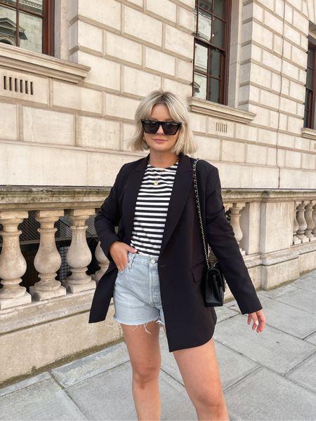 Stripes for the sunshine today! ☀️  Black blazer, denim shorts, stripe top.