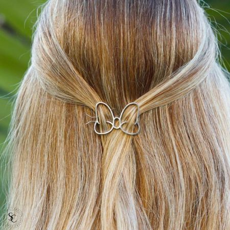 Loving this cute Minnie Mouse bow hair barrette from Pura Vida. Have you checked out their Disney line yet? It's super cute!! 😍  #PuraVidaBracelets #Artisanjewlery #PuraVidanecklaces #PuraVidarings #PuraVidaearrings #PuraVidabags #PuraVidaDisney #Disneyaccessories #Disneyjewelry  #LTKitbag #LTKfamily #LTKunder50