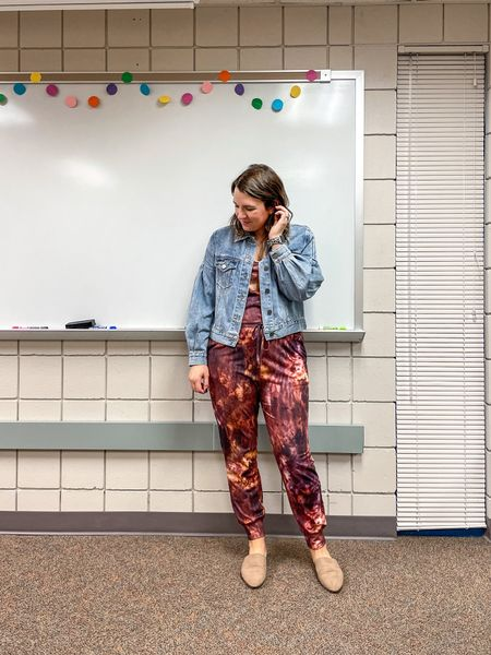 When in doubt of what to wear, throw on a jumpsuit! This tie dye on is an Amazon find and I love the darker color of the tie dye! And I even got some compliments from the middle schoolers today!