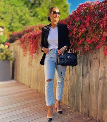Werbung 🖤 Back to Basics 🖤  Jeans , weißes Shirt und ein klassischer Blazer . Ein einfacher und zeitlos schöner Look 🖤  Happy Friday 🖤  #LTKstyletip #LTKeurope #LTKSeasonal