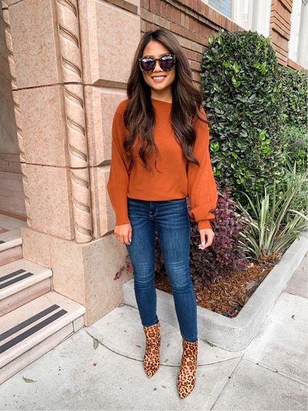 My fav sweater in the perfect fall color for under $25 😍