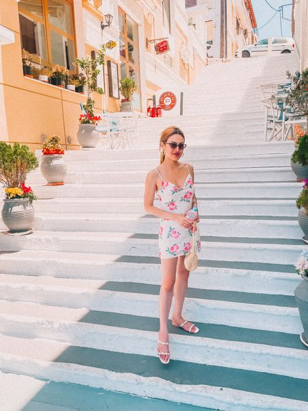 ✈️First trip since the panny and was rejuvenated at the idea of being slumped in a seat for 14 hours! 💺Thank you Greece, for opening your warm arms to me.💙🤍  📆Here's a quick recap.  🥂On this trip I caught up on:  🇬🇷Every podcast on my list 🇬🇷The way religion shaped politics & history 🇬🇷Tanning 🇬🇷Meeting tourists from all over the world 🇬🇷Practicing Greek, Serbian, Polish, Portuguese, Dutch, German, French, Tagalog, and Spanish with multiple strangers  🏝Was pretty eye-opening, developmental, and sexy.  .  .  #blogbossbabe #skincareenthusiast #newontheblog #womenwhoblog #lifestylebloggerlife #personalstyleblogger #blogbabe #bloggerinfluencer #ontheblognow #personalstyling #bloggersgonnablog #blogginglife #reallifeandstyle #bloggingals #bloggerproblems #fulltimeblogger #savvyblogging #blogginggal #instabloggerin #femaleblogger #mylifestylediary #blogginggoals #womenblogger #girlblog #bloggerbabes #bloggerslifestyle #womenbloggers #bloggerandbizbabes #blogboss #bloggingbabes