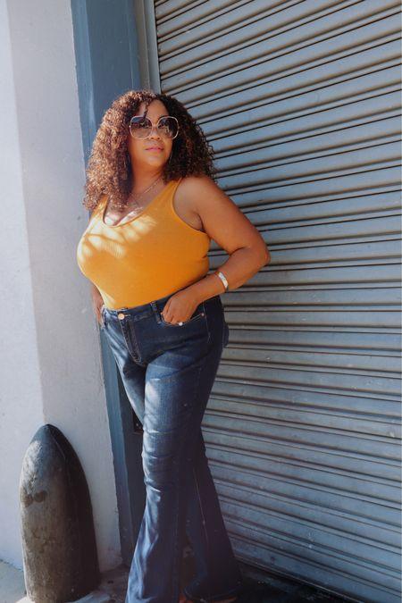 Make it easy… I used to have a hard time figuring out what to wear when I'm not at work. I would be trying to fit into jeans that didn't fit (because they weren't my current size) 😅. I didn't have basics that could worn different ways either 😑😑.   Now, I have jeans like these flares and bodysuits that actually FIT my body AS IT IS!  If it doesn't fit, I don't buy it or keep it. If it doesn't make me feel dynamite 🧨- it's not for me! Make it easy, right?   ——————————————————————————— 🇩🇴 Hazlo facil… Solía tener dificultades para decidir qué ponerme cuando no estoy en el trabajo. Trataría de ponerme unos jeans que no me quedaban (porque no eran de mi talla actual) 😅. Tampoco tenía blusas básicas que se pudieran usar de diferentes maneras 😑😑.  ¡Ahora tengo jeans como estos acampanadas y monos que realmente se ajustan a mi cuerpo COMO ES! Si no me queda bien, no lo compro ni lo guardo. Si no me hace sentir dinamita, ¡no es para mí! Hazlo fácil, ¿verdad?  #LTKcurves #LTKstyletip #LTKunder100