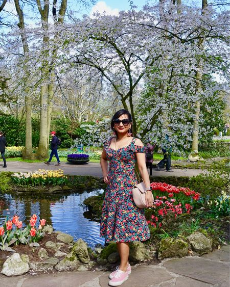 One of my favorite places, the #keukenhofgardens. The flowers for as far as the eye can see, mile upon mile of color and beauty, what's not to love! http://liketk.it/2KjKD #liketkit @liketoknow.it #LTKunder100 #LTKspring #LTKeurope