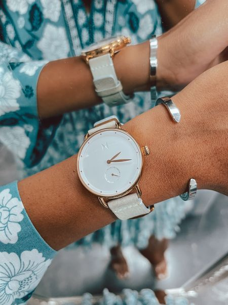 Get excited! The best sale of the year for the 8th anniversary of MVMT is here 🤗 Use code DRESSMEFORLESS15 for an even bigger discount 🤫 The Beverly watch is my daily companion paired with the Minimal cuff for an added touch of chic.  #mvmtanniversary #jointhemvmt #mvmt