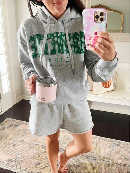 Cutest brunette sweatshirt from EllandEmm 🙌🏻 Wearing a size medium - blush yetis back in stock too!