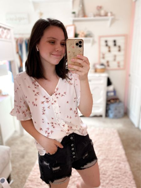 Loving this top from Nordstrom, true to size & such a pretty print! Shorts fit tts but I went up for a more comfortable fit. #nordstrom #amazonfashion #amazon #outfitinspo   #LTKunder50 #LTKSeasonal #LTKstyletip