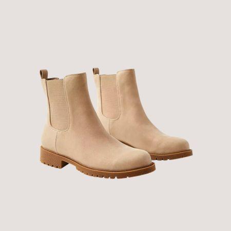 Chelsea Booties - Fall Trend - Fall Outfits   #LTKHoliday #LTKSeasonal #LTKshoecrush
