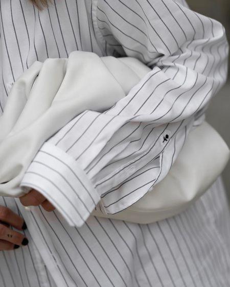 http://liketk.it/2RQDz #liketkit @liketoknow.it Seidensticker Hemd, Man Shirt, Seidensticker, Oversize Look, How to wear a mens Shirt, Bottega Veneta Pouch